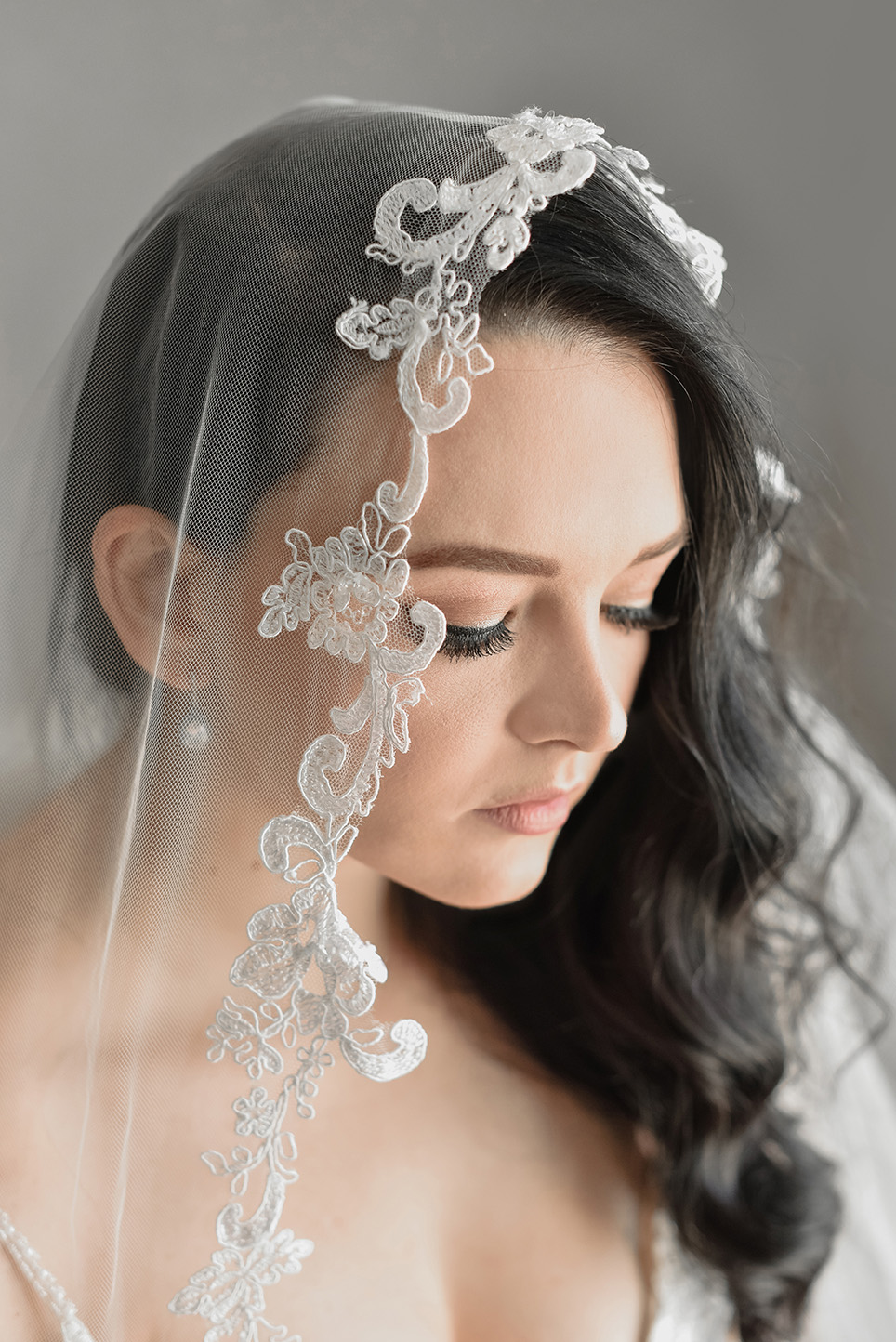 Curly Lace Veil (Rental Only)